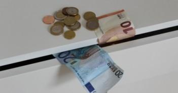 Millioner af valuta i skuffen